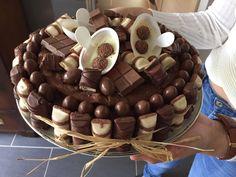 Gâteau Kinder 🎂 Birthday Cake, Desserts, Food, Tailgate Desserts, Birthday Cakes, Meal, Deserts, Essen, Dessert