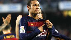 El delantero brasileño del Barcelona, Neymar da Silva, celebra su segundo gol, el tercero de su equipo.