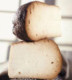 RICOTTA AFFUMICATA Latticino magro di breve stagionatura a pasta dura. Nei territori dove lo smercio della Ricotta fresca è difficoltoso, si usava posizionare questo eccellente latticino sopra graticci metallici, nei pressi di un focolare o in ambienti adatti, dove il fumo della legna, che bruciava per riscaldare l'ambiente, essiccava lentamente il prodotto. La Ricotta non è un formaggio. Lo si può capire dal fatto che per ottenerla si utilizza il siero derivante dalla lavorazione del…