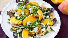 طريقة عمل سلطة الجرجير والخوخ بالجبن الأزرق - Apricot and blue cheese salad recipe