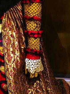 Details of the Queen of Heart's Dress.