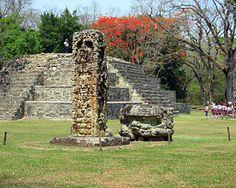 Discover the Copan ruins (Ruinas de Copan), magnificent remnants of the pre-Columbian Mayan culture. Maya Architecture, Ancient Greek Architecture, Tikal, Ancient Discoveries, Honduras Travel, Mayan Cities, Mayan Ruins, Vietnam Travel, Fantasy Creatures