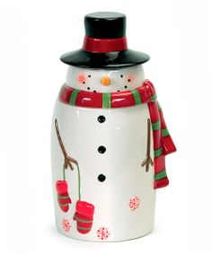 Add a touch of sweetness to the holiday season with this snowman cookie jar. The festive design will have little ones running to the kitchen for homemade treats!10'' HDolomiteImported
