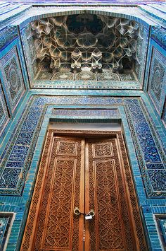 Mosque Door, Samarkand. > WOW, what a surround & ceiling!