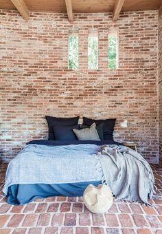 sovevaerelse-seng-vinduer-trae-mursten-F6xMiupnrKocc7o1K0eDew.jpg 960×1384 pikseliä