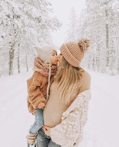 Family Photo Outfits, Mom Outfits, Family Photos, Winter Maternity Pictures, Maternity Photos, Christmas Pictures Outfits, Mother Daughter Pictures, Mommy And Me Photo Shoot, Winter Photos