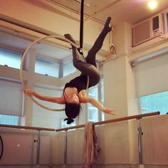 Thank you beautiful @aerialea for teaching this painful one, love. #aerialhoop #lyra #aerialist #aerialdance #aerialarts #theglitchmob #training #strength #flexibility #split #dance
