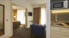 Detalhe Kitchenette - Quarto Hotels And Resorts, Entryway, Type 3, Facebook, Furniture, Street, Photos, Home Decor, Bedroom