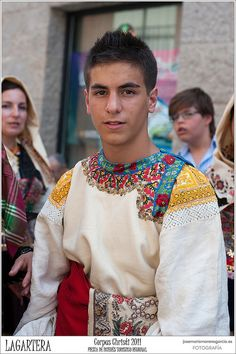 Bordado de LAGARTERA - CORPUS CHRISTI 2011 by JOSE-MARIA MORENO GARCIA = FOTOGRAFO HUMANISTA, via Flickr