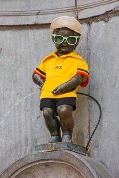 Manneken-Pis en maillot jaune  Le samedi 30 juin 2012, de 9h à 18h, le Manneken-Pis portera le maillot jaune pour rendre hommage au Tour de France.  Source Le Blog de l'Ardoisier : http://21virages.free.fr/blog/index.php?post/2012/05/21/Hommage-Belge