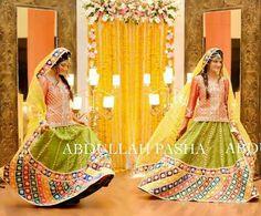 Bridal Mehndi Dresses, Pakistani Dresses, Wedding Dresses, Mehndi Outfit, Beautiful Women Videos, Simple Bridesmaid Dresses, Bridal Mehndi Designs, Bridal Photography, Beautiful Bride