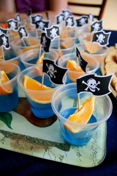 Blue Jello + Orange Slice = Pirate Food Jell-O shots! Pirate Snacks, Pirate Food, Pirate Day, Pirate Drinks, Boat Snacks, Pirate Themed Food, Ocean Snacks, Preschool Pirate Theme, Shark Snacks