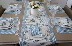 Glorious All Time Favorite Sewing Projects Ideas. All Time Favorite Top Sewing Projects Ideas. Table Runner And Placemats, Quilted Table Runners, Sewing Projects, Projects To Try, Tablerunners, Mug Rugs, Table Toppers, Decoration Table, Table Linens