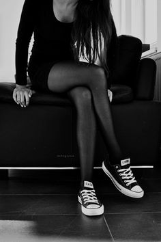 fitted black dress and converse is an outfit I would do cuz fuck it Converse Noir, Converse Haute, Dress With Converse, Black Converse, Winter Dress Outfits, Casual Winter Outfits, Cute Outfits, Dress Winter, Look Fashion