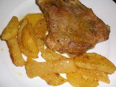 Come to cook: Χοιρινες μπριζολες με πατατες και καρυ στο φουρνο Greek Recipes, Steak, Bacon, Pork, Favorite Recipes, Chicken, Cooking, Breakfast, Essen