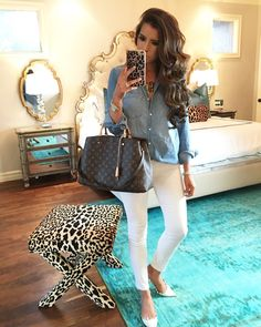 chambray top with white jeans is brought up to date with white valentino rockstud flats, and louis vuitton montaigne GM. Outfits Spring, Night Outfits, Look Fashion, Autumn Fashion, Womens Fashion, Runway Fashion, Fashion Flats, Women's Dresses, Simple Outfits