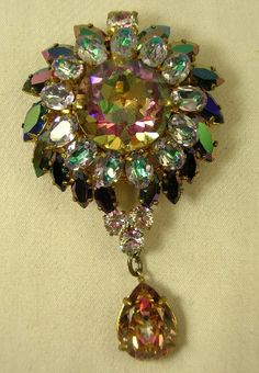 SHOW PIECE COUNTESS CIS THREE - DIMENSIONAL CRYSTAL BLUE PIN