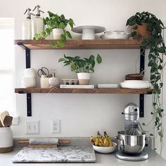Kitchen Interior Design Remodeling 10 Beautiful Open Kitchen Shelving Ideas - Don't let clutter discourage you from trying this fun way to organize your kitchen. Get inspired by these open shelving ideas. Kitchen Shelf Design, Kitchen Wall Shelves, Kitchen Shelf Decor, Interior Design Kitchen, Kitchen Ideas, Open Shelf Kitchen, Open Cabinets In Kitchen, Small Kitchen Inspiration, Modern Kitchen Wall Decor