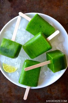 Green Juice popsicles - totally healthy, all made with fruits and veggies.
