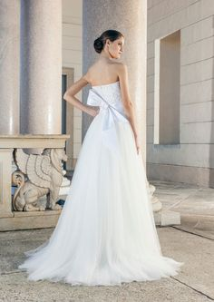 Shoulder-Free Wedding Dress with Bow Back and tulle skirt by Giuseppe Papini