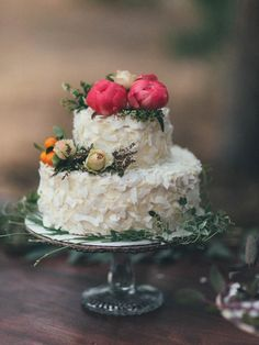 Coconut wedding cake with flowers   Wildhagen Photography