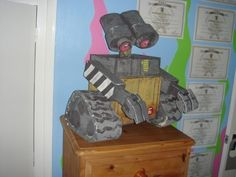 Wall-E our first holiday cardboard project. Ask me for instructions at www.daddydaddycool.com Wall E, Master Chief, Holiday, Projects, Fictional Characters, Art, Log Projects, Art Background, Vacations