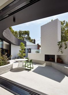 Victorian cottage gets brick extension with surprising details - Curbedclockmenumore-arrow : The Melbourne home includes a courtyard and pool Outdoor Seating Areas, Outdoor Spaces, Outdoor Living, Outdoor Photos, Backyard Seating, Concrete Patios, Concrete Backyard, Brick Patios, Patio Chico