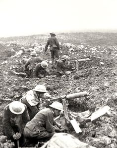 WWI, April A Vickers machine-gun crew prepares to sweep the Front at Vimy Ridge. Canadian Army, Canadian History, British Army, Ww1 History, Military History, World War One, First World, Commonwealth, Ww1 Soldiers