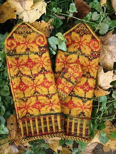 Autumn Turning uses a Braided cast on with a Twined Herringbone Edging to create a unique beginning for your corrugated ribbed cuff. Knit Cowl, Knit Mittens, Mitten Gloves, Knit Crochet, Fair Isle Knitting, Knitting Yarn, Keep Warm, Beaded Embroidery, Fingerless Gloves