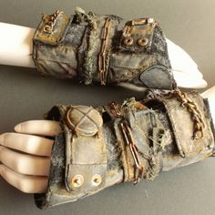Wrist guards designed by Szymon Kubiak now on the store! ♡♥ A lot of rust and dust! Post Apocalyptic Clothing, Post Apocalyptic Costume, Post Apocalyptic Fashion, Mad Max, H Cosplay, Dystopia Rising, Apocalypse World, Mandalorian Cosplay, Wasteland Weekend