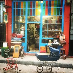 Haftanın güzel bir gününde, Büyülü Fener'de sabah vakti... #vintage #retro #shop #store #nostalgia #old #balat #morning #istanbul