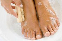 Remedio para evitar pies sudorosos con nogal, pétalos de rosa y sales de mar