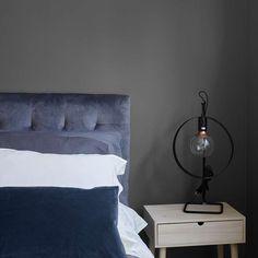 Minimalist Bedroom, Modern Bedroom, Bedroom Decor, Table Furniture, Living Room Furniture, Italian Living Room, Big Wall Mirrors, Living Room Styles, Queen Headboard