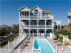 If it is luxury vacation rentals with amazing ocean views you are after, look no further than Emerald Isle Realty!