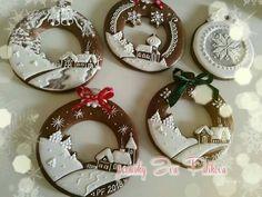 Christmas Themes, Christmas Wreaths, Xmas, Christmas Ornaments, Holiday Decor, Christmas Gingerbread House, Gingerbread Cookies, Christmas Doodles, Buttercream Flowers