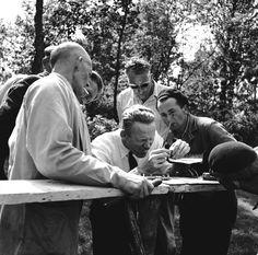 Ook vroeger kregen de boswachters nascholingscursussen. Hier zie je een demonstratie van het vijlen van zagen in 1957.