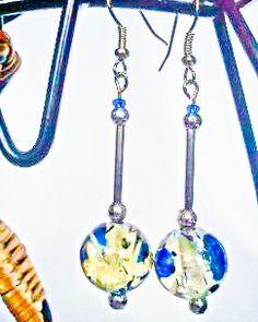 http://www.tibadesign.com Boucles d'oreilles Perles bleues et tige argentée