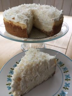 With a vanilla wafer and coconut crust, a layer of creamy coconut flavored cheesecake, and a coconut whipped cream topping, you are gonna be famous for this one. Coconut Cheesecake, Cheesecake Recipes, Dessert Recipes, Baklava Cheesecake, Easter Cheesecake, Cheesecake Cupcakes, Just Desserts, Delicious Desserts, Yummy Food