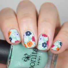 Wonderful Nail Design With Flowers & Feathers