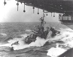 Fletcher class DD coming alongside for fuel. Navy Day, Go Navy, Royal Navy, Military Photos, Military History, Royal Australian Navy, Us Navy Ships, Navy Aircraft, United States Navy