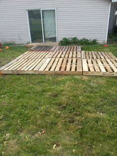 Awesome Pallet Deck/ Patio