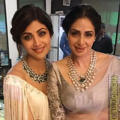 Shilpa Shetty Indian Actress New Photos - Gethu Cinema Indian Jewelry Earrings, Indian Jewelry Sets, Emerald Jewelry, India Jewelry, Bridal Jewelry, Gold Jewelry, Jewelery, Amrapali Jewellery, Beaded Jewellery