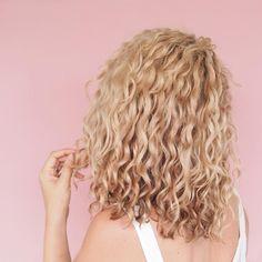 @hairromance  my curly blonde hair