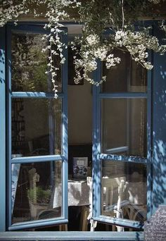 LittleTinker openslaande ramen, Blue window with blossom Window View, Open Window, Through The Window, Window Boxes, Interior Exterior, Interior Design, Windows And Doors, Cottage Style, Cottage Living