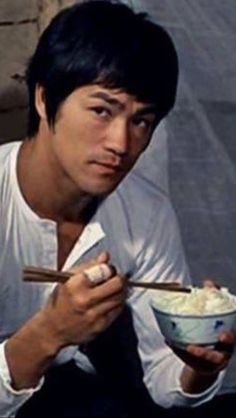 Bruce Lee Recommends That You Eat Your Rice. Brandon Lee, Kung Fu, Bruce Lee Martial Arts, The Crow, Bruce Lee Quotes, Ben Bruce, The Big Boss, Ju Jitsu, Enter The Dragon