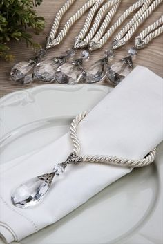 napkin rings Hera Piirme & Servis & Sunum - 6 l Badem Peetelik Seti-Krem indirimle ile Trendyol da Crafts To Sell, Diy And Crafts, Diy Wedding Decorations, Table Decorations, Pink Table, Napkin Folding, Table Accessories, Napkin Rings, Tablescapes