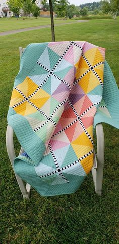 by Lori Q Alison Made with shot cottons. by Lori Q Alison Made with shot cottons. Colchas Quilt, Scrappy Quilts, Applique Quilts, Owl Quilts, Baby Quilt Patterns, Modern Quilt Patterns, Modern Baby Quilts, Modern Quilting Designs, Modern Quilt Blocks