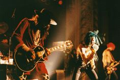 1988 Photo Gallery of the top singles, albums, events and rock bands of Dave Navarro, Jane's Addiction, Music Photo, Rock Music, Rock Bands, Cool Kids, Photo Galleries, Concert, Celebrities