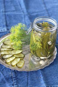 Ihanat itsetehdyt herkkukurkut – Inspirations | Terve.fi Pickles, Cucumber, Tapas, Mason Jars, Recipes, Drinks, Food, Red Peppers, Drinking