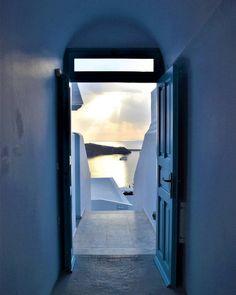 One of my favorite shots. #Santorini #Greece #Imerovigli #AndromedaVillas #Sunset #Shadows #Doorways #BlueAndWhite #Nikon